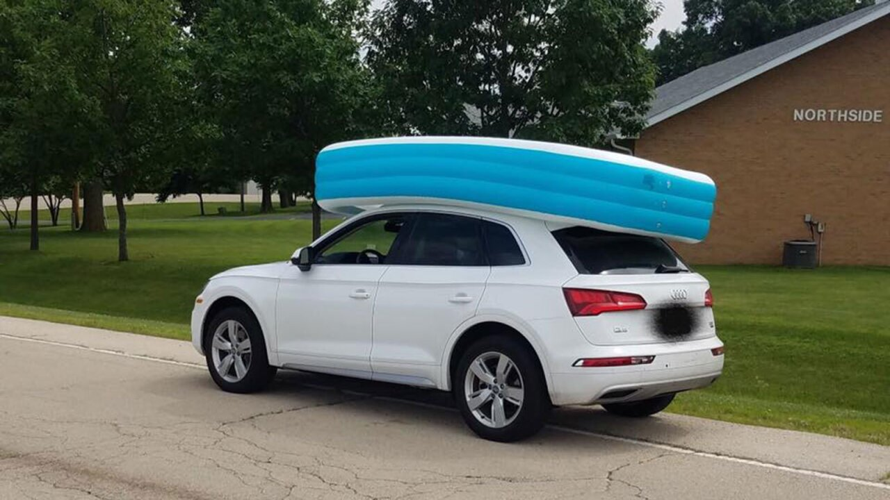 Illinois mom let her daughters ride in an inflatable pool on top of their SUV, police say
