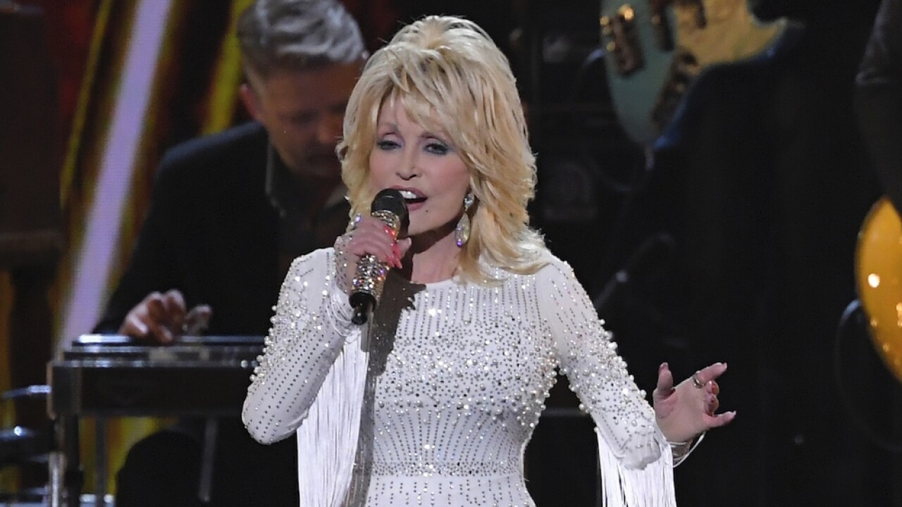 Thousands sign petition calling on Tennessee to replace Confederate statues with Dolly Parton