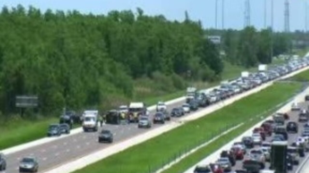 Rollover accident shuts down lanes on I-75