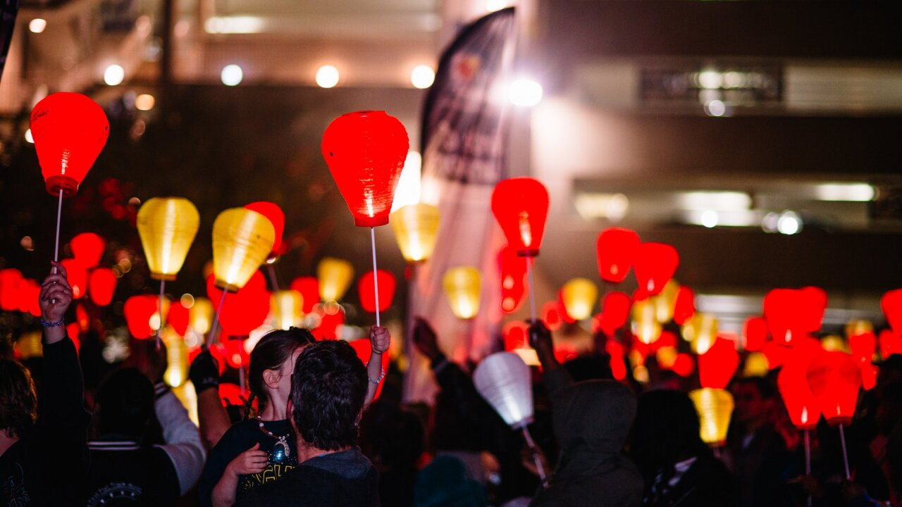 """1,500 expected to """"Light the Night"""" in support of blood cancer survivors,research"""