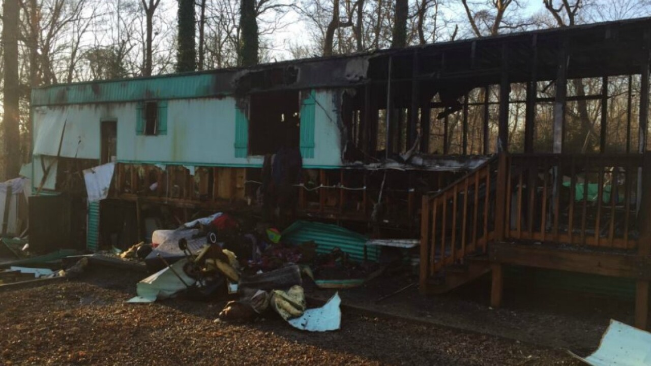 Fire destroys Chesterfield mobilehome