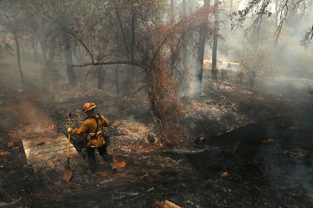 Carr Fire: 1,000 structures destroyed or damaged as wildfire rages in Redding, California