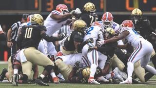 No. 14 Florida Rallies From 18 Down To Beat Vanderbilt 37-27