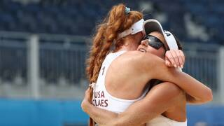 Kelly Claes and Sarah Sponcil fall to Canada in round of 16