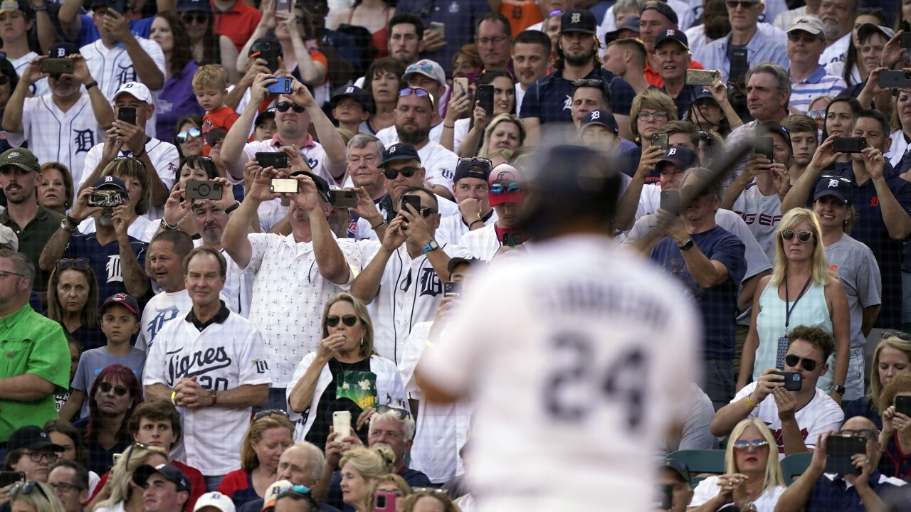 Miguel Cabrera Crowd Indians Tigers Baseball