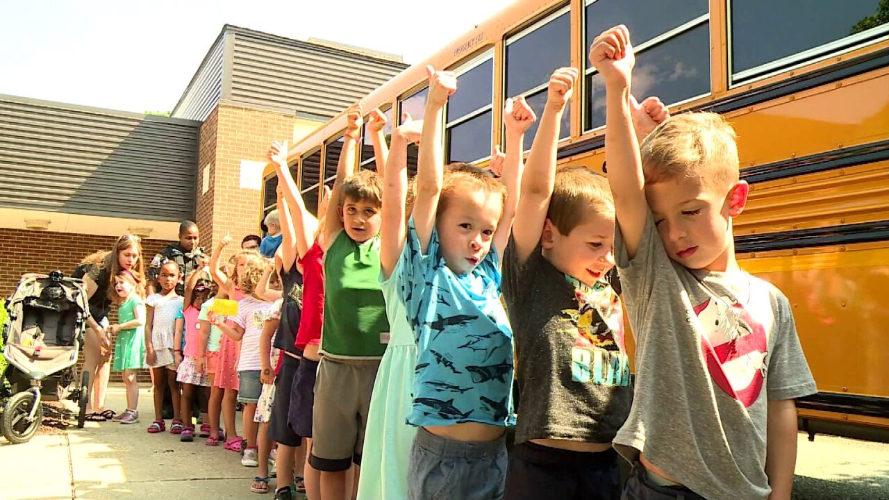 Kindergartners prep for first day of school with bus tour