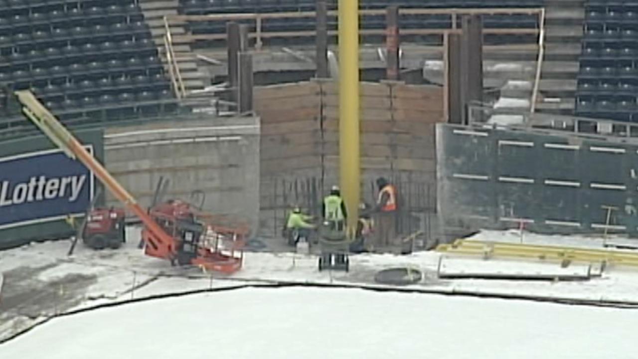 Kauffman Stadium new foul pole.png