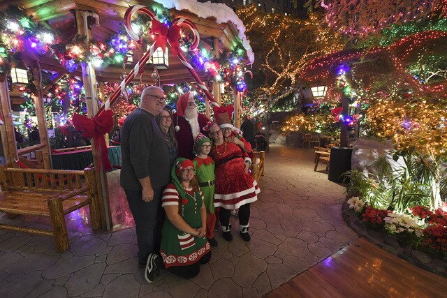 PHOTOS: Holiday season in Las Vegas | 2018