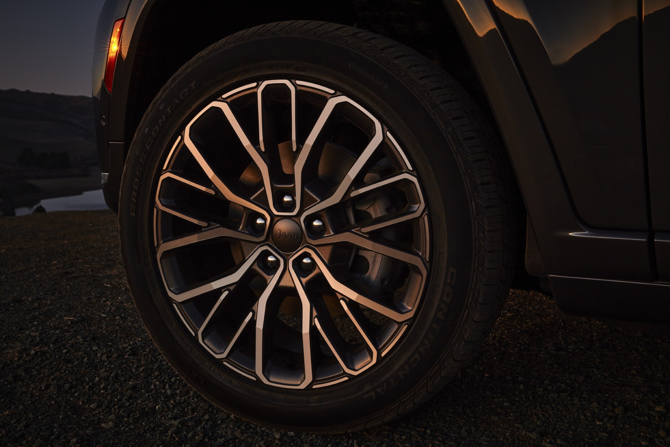 All-new 2021 Jeep® Grand Cherokee L Summit Reservestandard 21-i