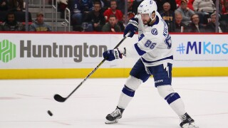 Lightning beat Red Wings in shootout