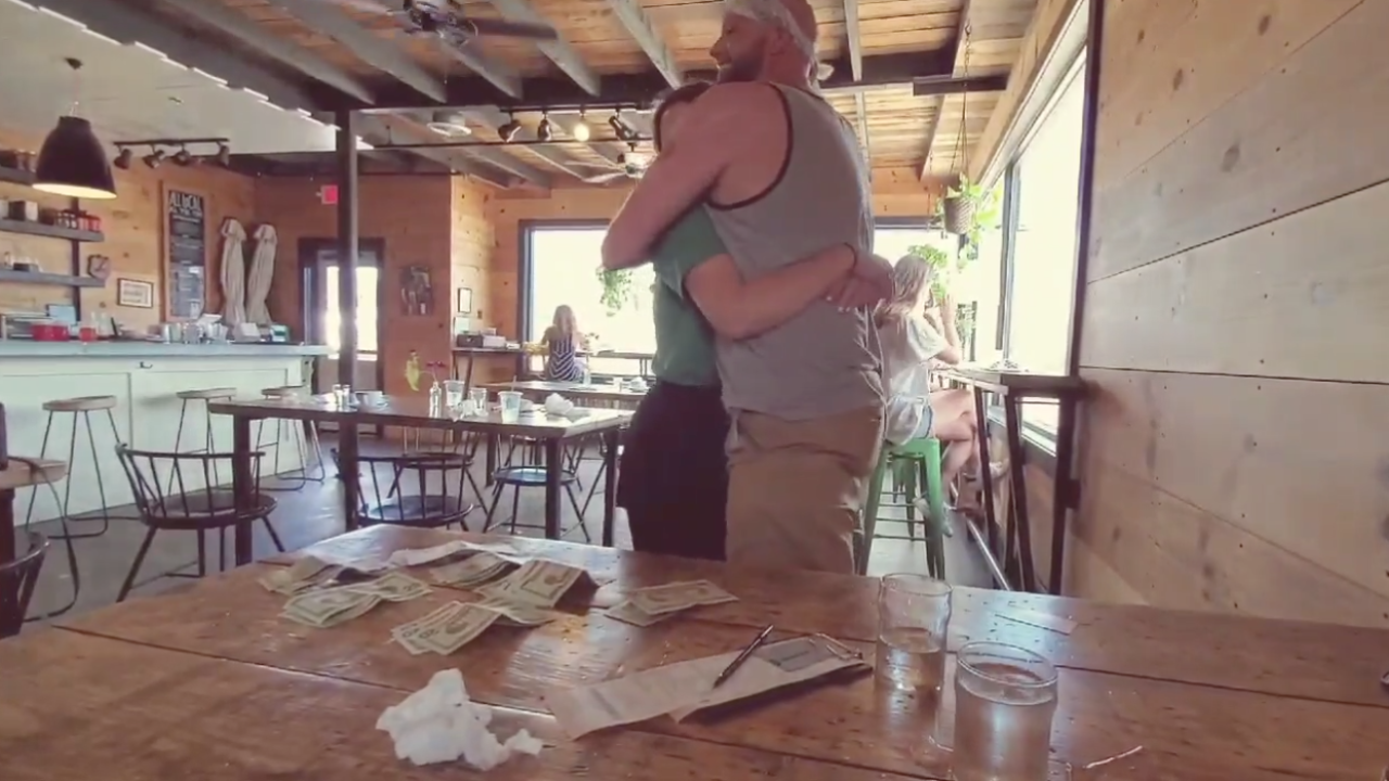 Waitress given $650 tip from stranger participating in Venmo Challenge