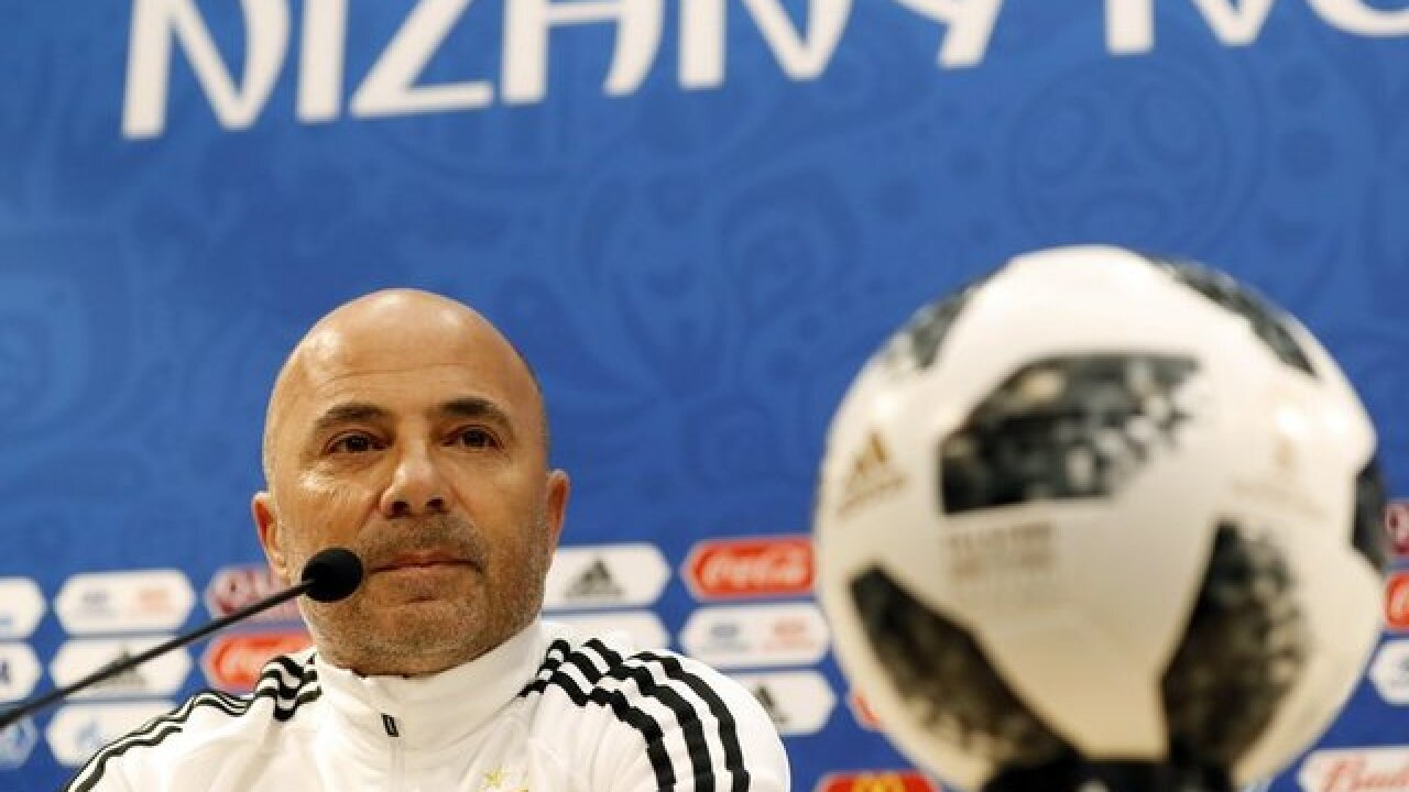 Sampaoli: Messi 'shouldn't shoulder all the responsibility'