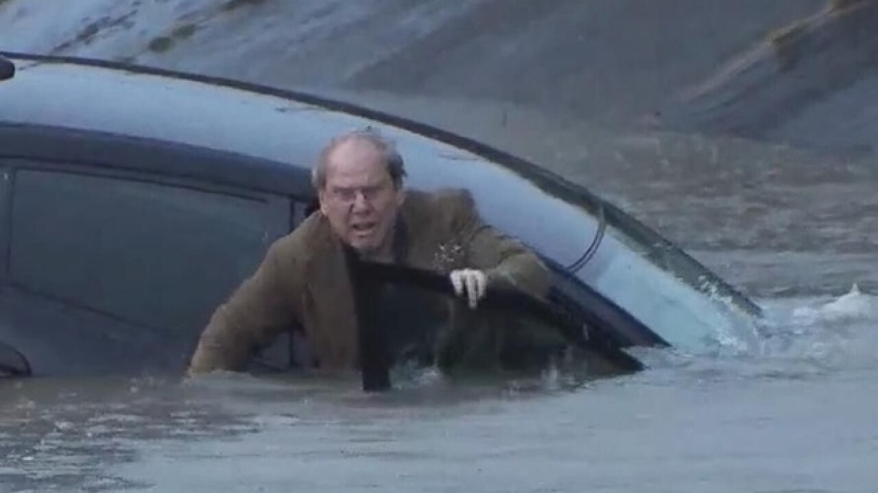 Man in sinking car rescued by Texas reporter