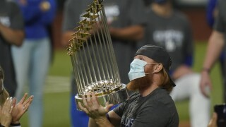 Dodgers' Justin Turner won't be punished by MLB for returning to field after positive COVID test