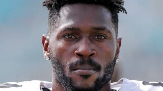 Antonio Brown returns to Raiders after absence for injured feet