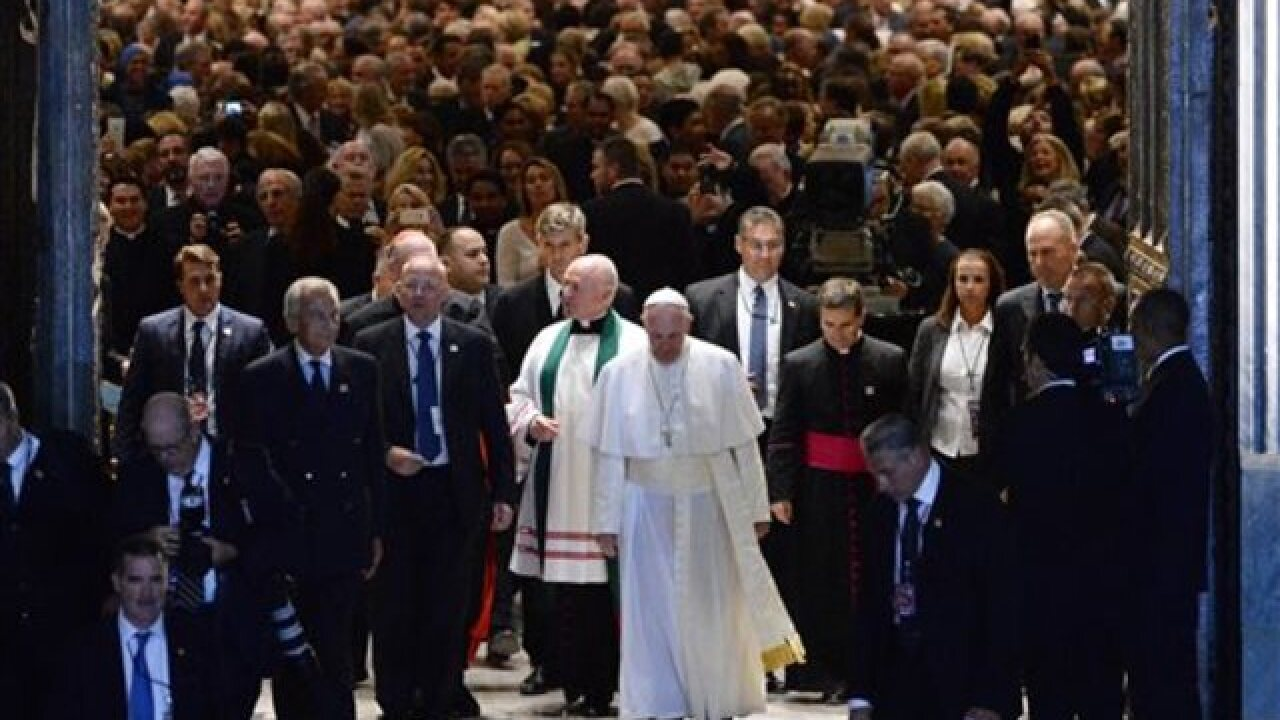 Pope Francis mingles with high & low in NY visit