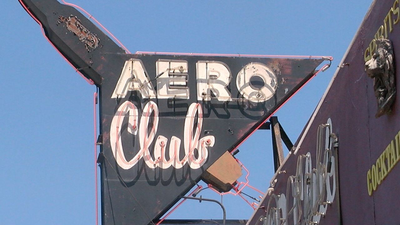 aero club bar san diego sign
