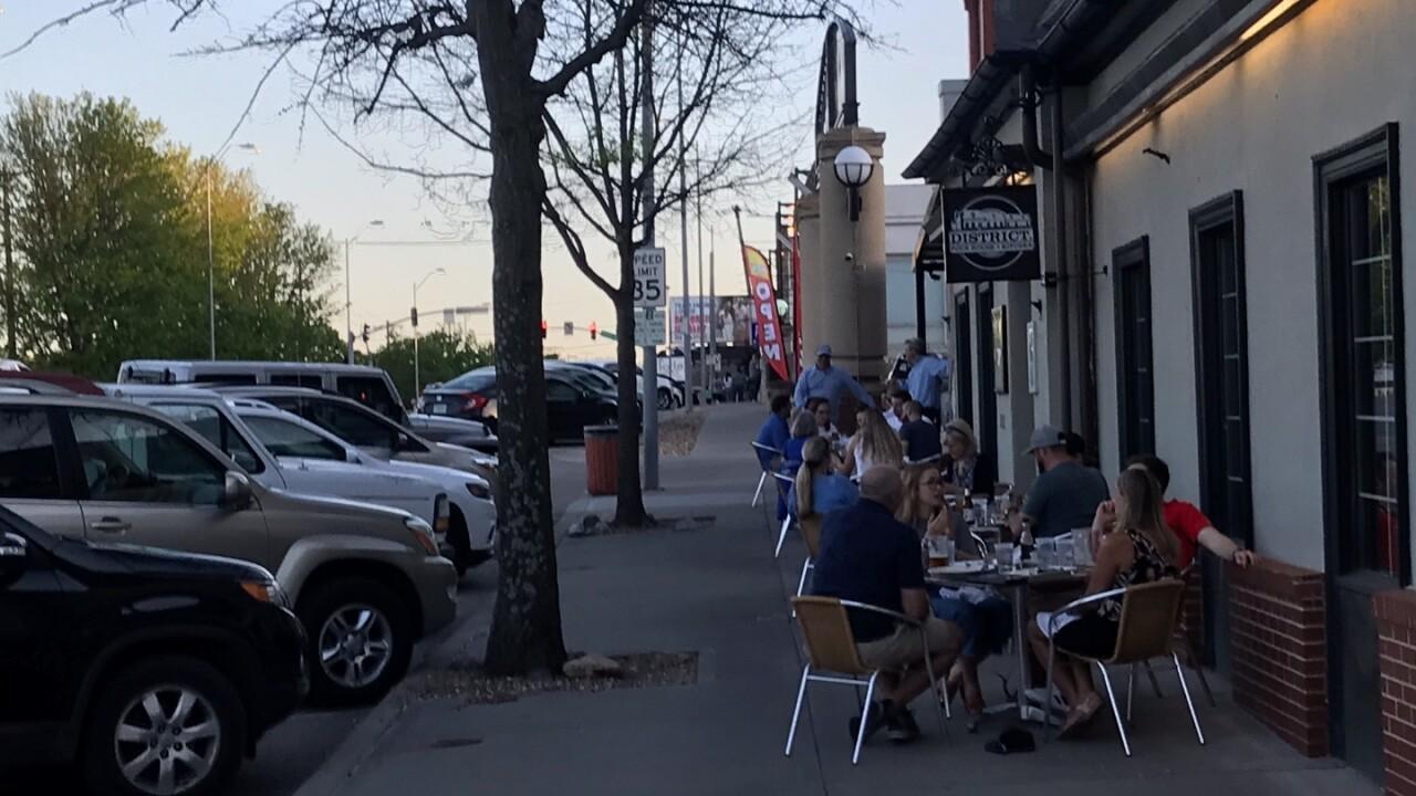 People eating outside in the Waldo neighborhood