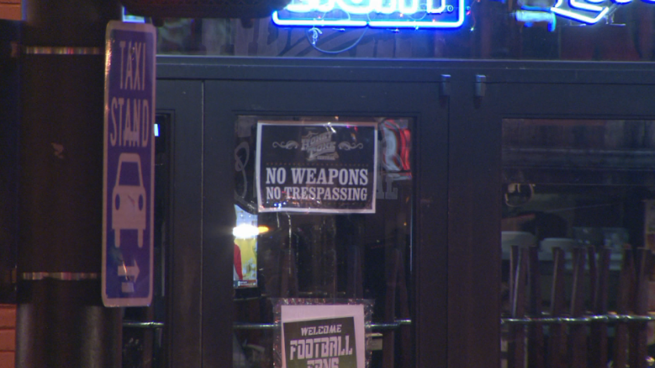 no weapons sign at Honky Tonk Central.PNG