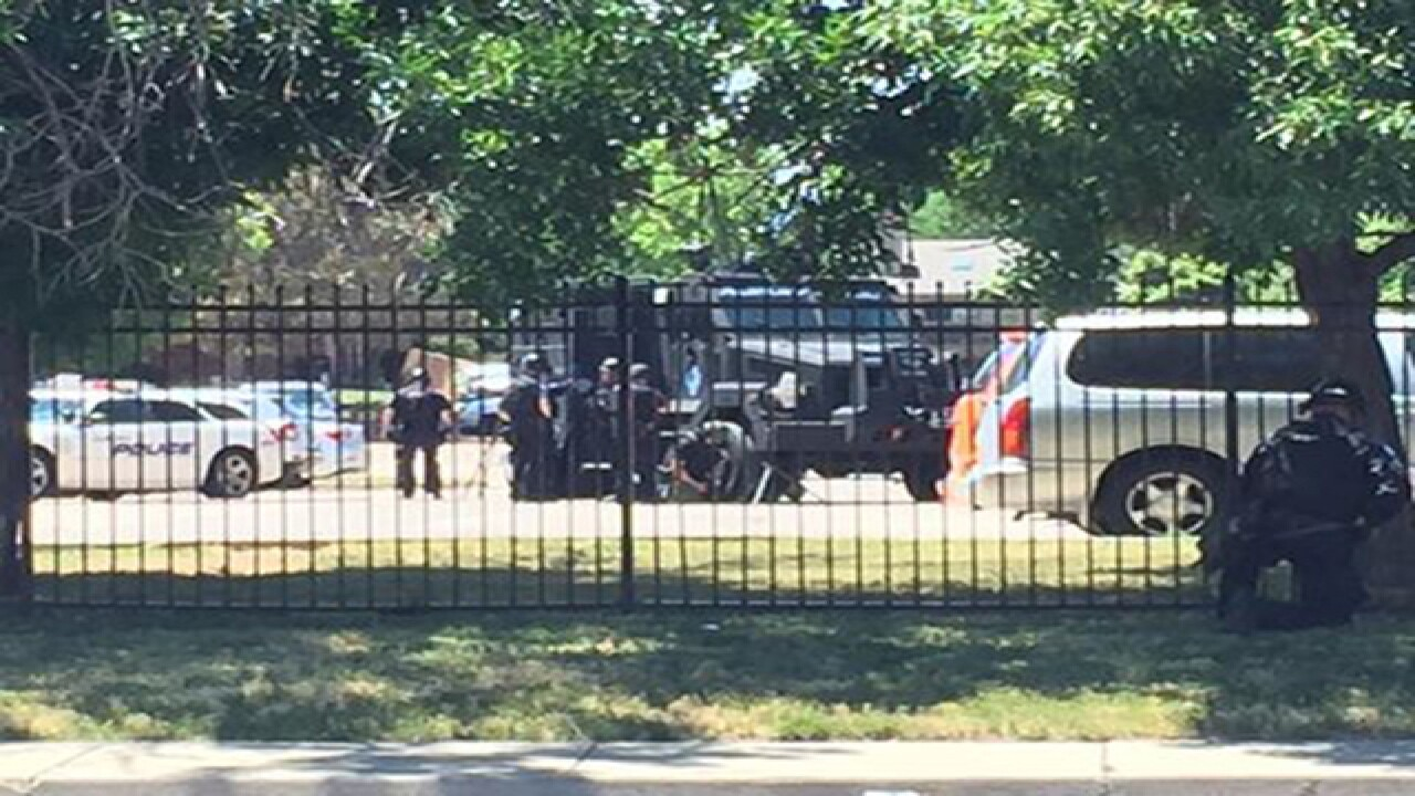 Barricaded suspect in Aurora, police responding