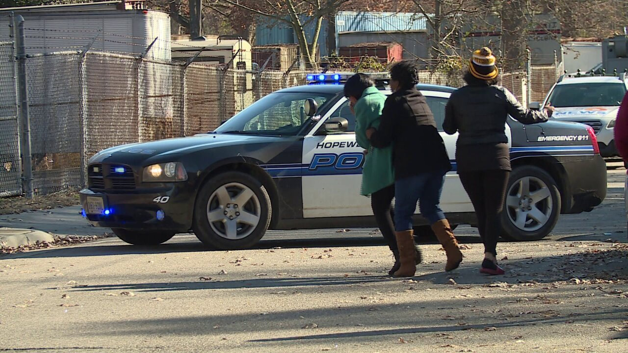 Police: Woman killed in Hopewell police shooting after pointinggun