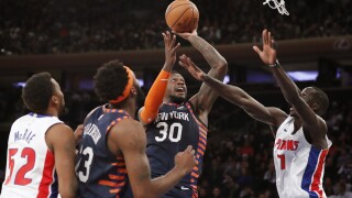 Knicks pull away in 4th quarter, beat Pistons