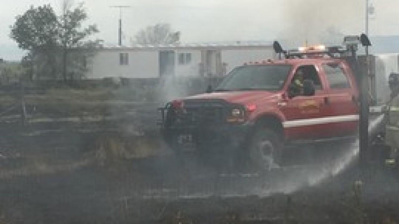 Crews quickly extinguish grass fire in Middleton