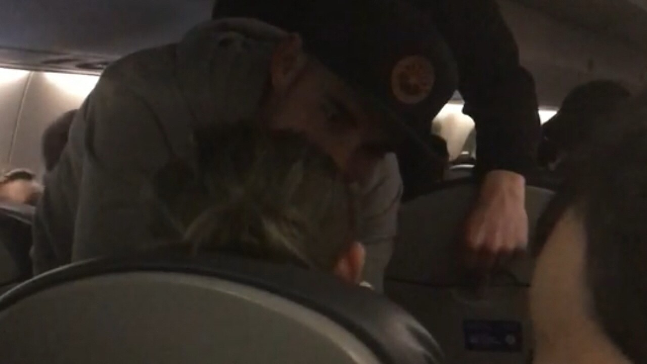 'Hero' passenger helps woman suffering from seizures aboard United flight