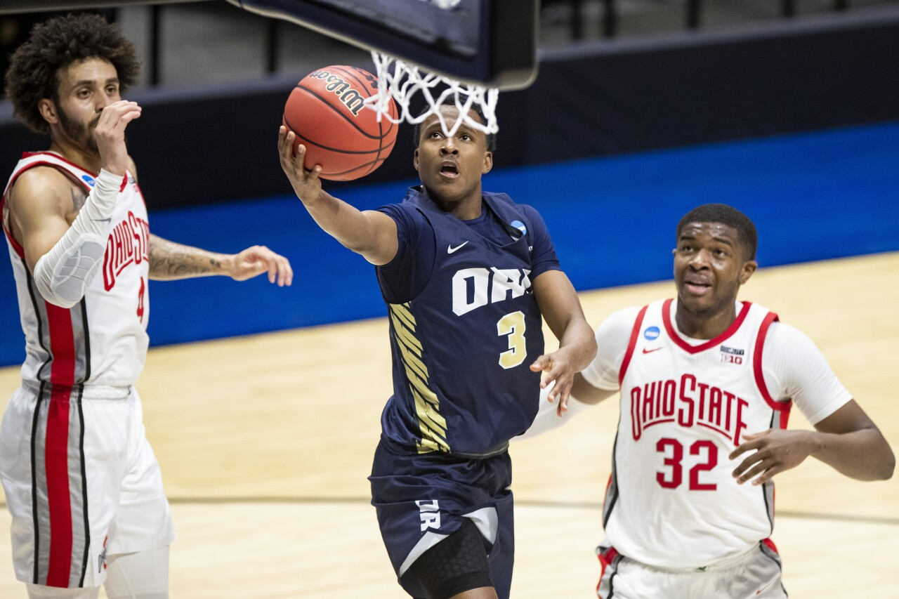 Oral Roberts Golden Eagles guard Max Abmas goes for layup against Ohio State Buckeyes in 2021 NCAA tournament