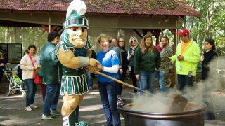 Carolyn Bloodworth, Sparty Stirring Apple Butter