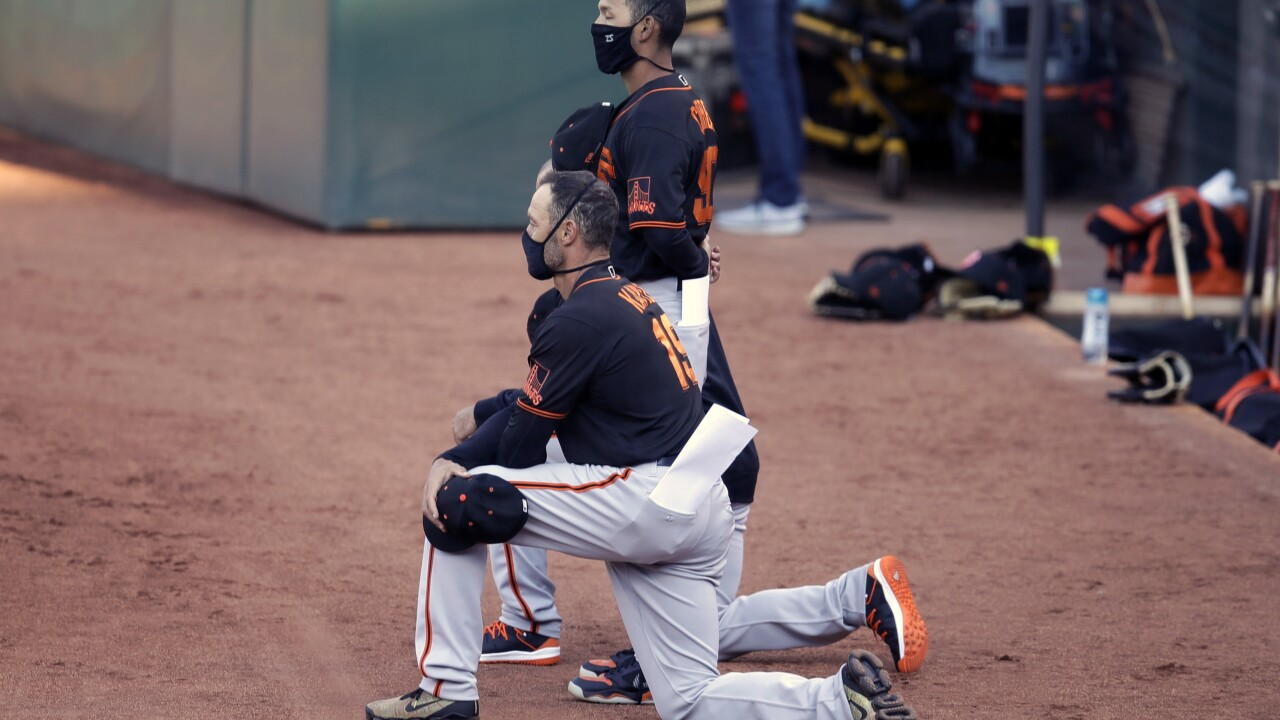 SF Giants manager, players kneel during anthem; Trump responds 'the game is over for me'