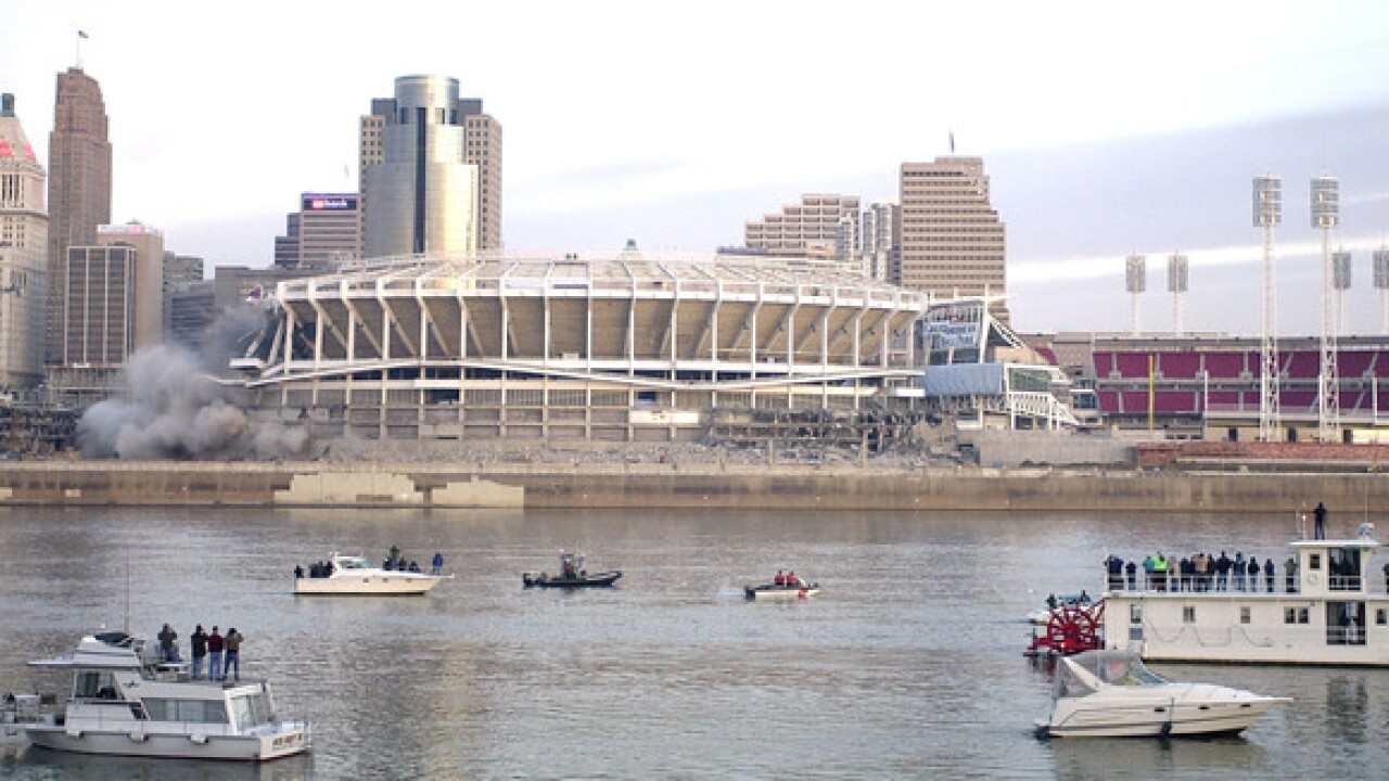 Sports Vault: In 37 seconds, Cinergy Field gone