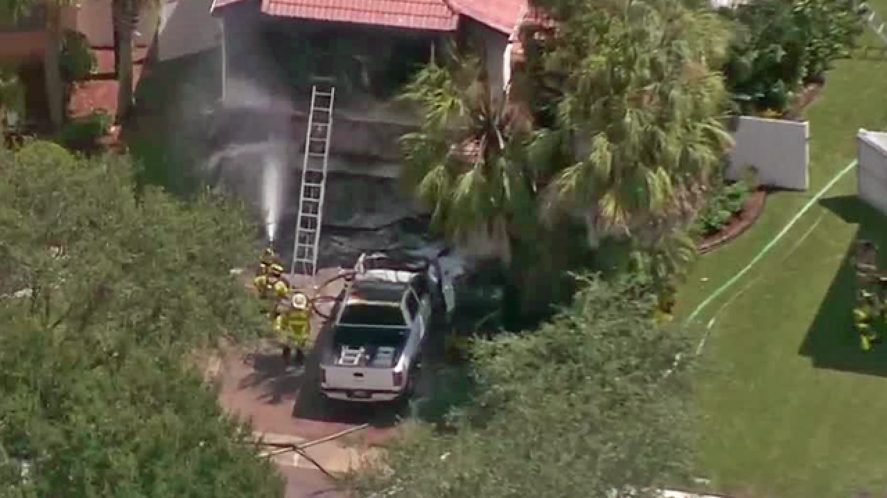 Pet dies in Palm Beach County house fire
