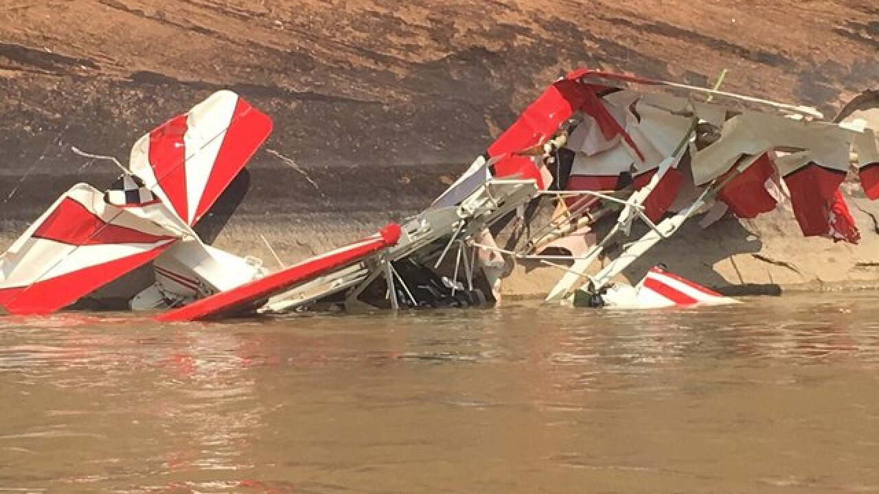 Rafters help rescue pilot after crash into river