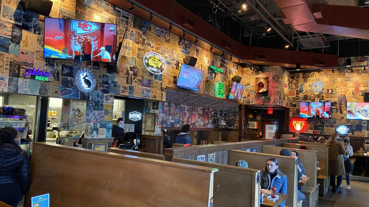 Tables at M.L. Rose in Capitol View are spaced 6 feet apart to keep customers safe.  (Emily Luxen / WTVF)
