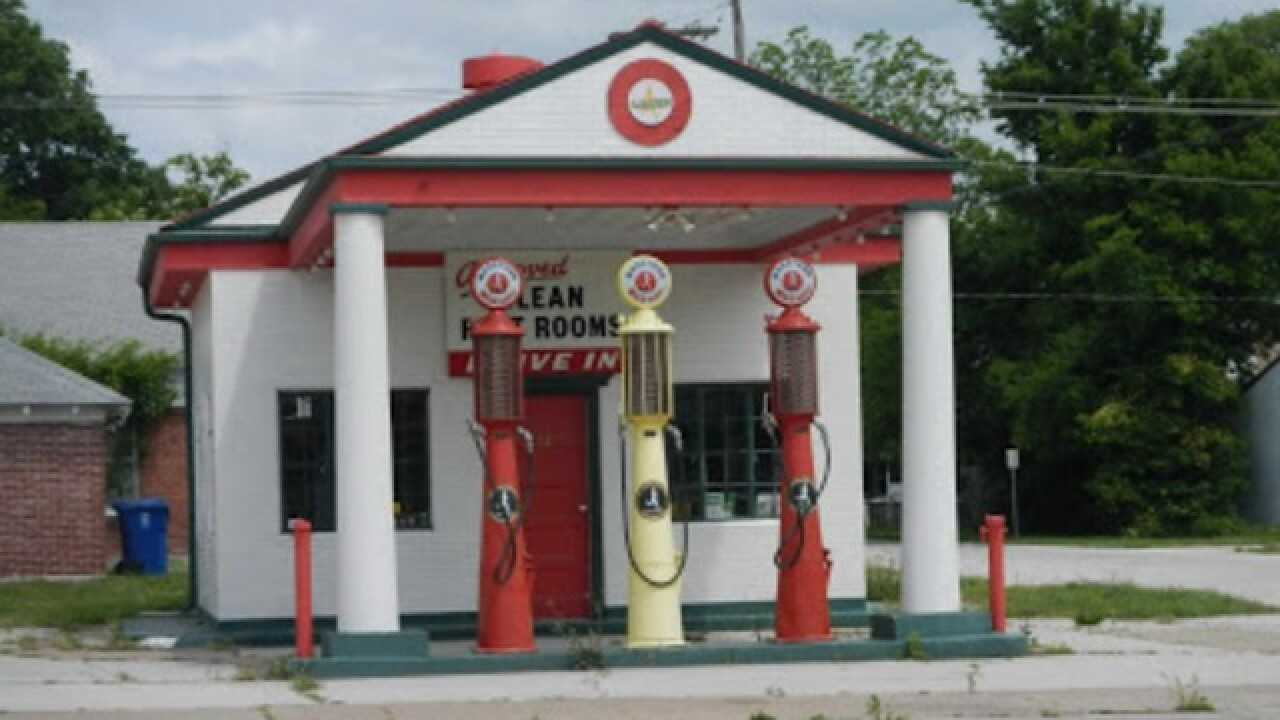 Stolen antique gas pump located in Missouri