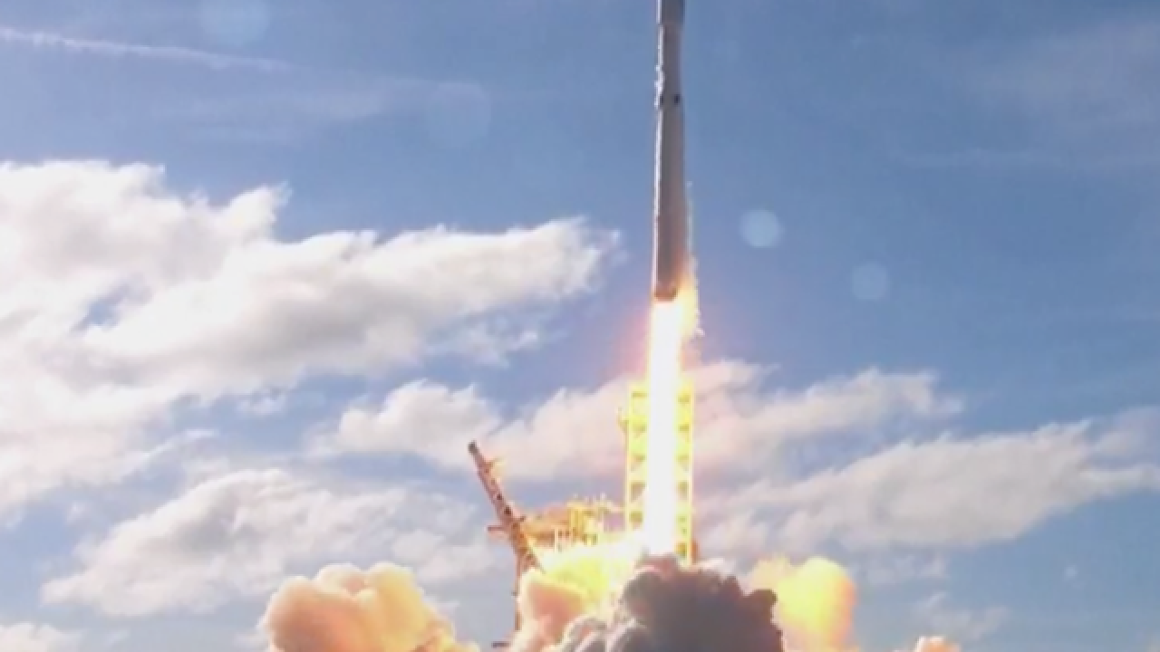 SpaceX launches big new rocket Falcon Heavy from Kennedy Space Center