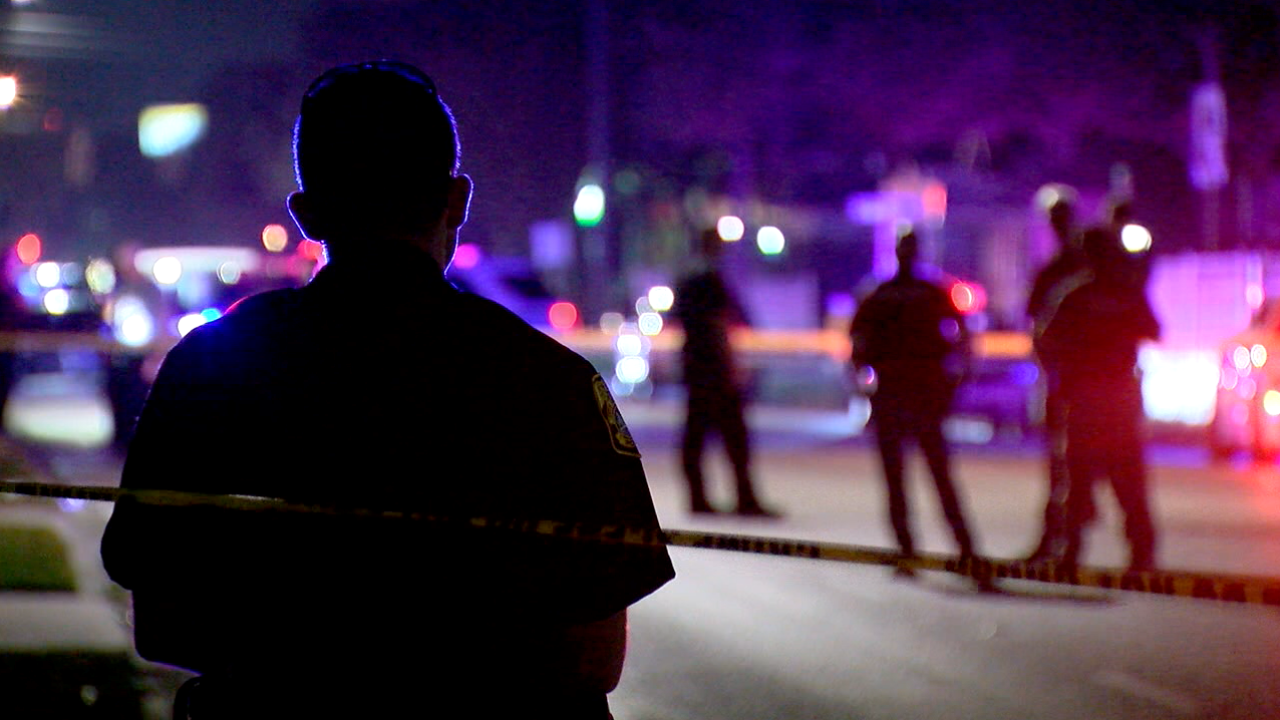 police-light-generic-crime-scene-police-lights-crime-tape-tampa-tpd-tampa-police-officer-cop-shooting.PNG