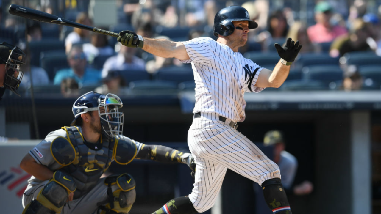 Brett Gardner hits RBI double