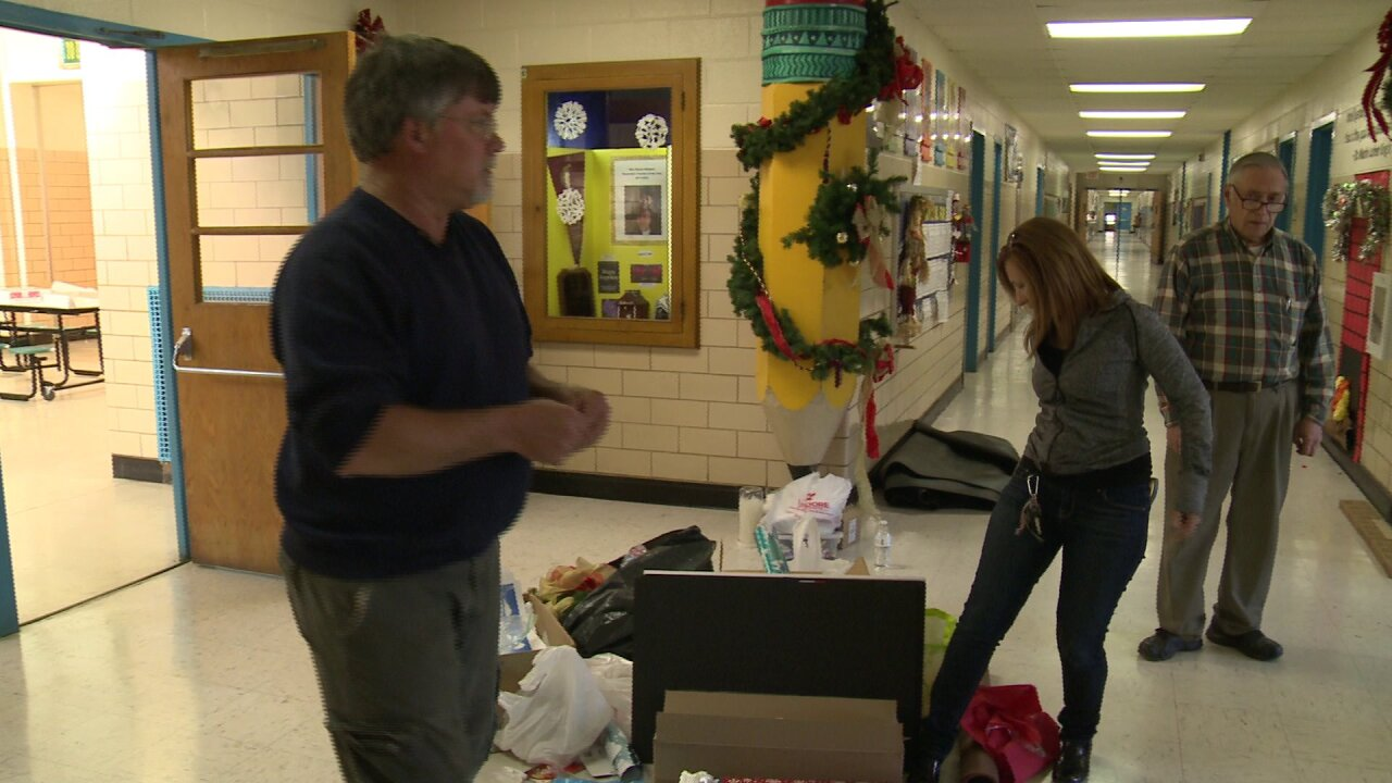 Students, church members spiff up Richmond school for theholidays