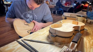 Students learn centuries-old skill at Chicago School of Violin Making
