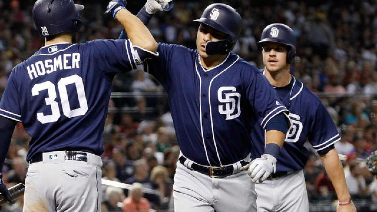 Padres drop second straight to Diamondbacks