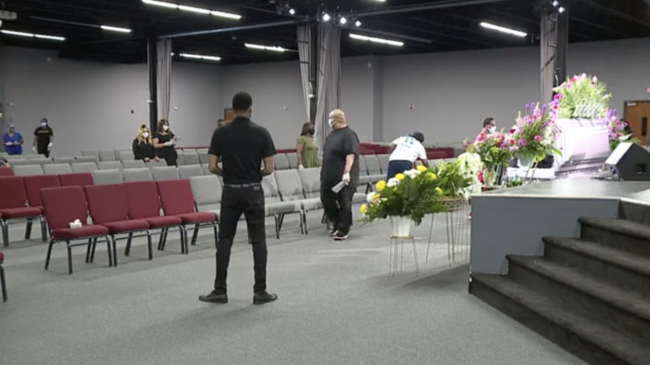 Community shows up at public viewing for Na'Kia Crawford.