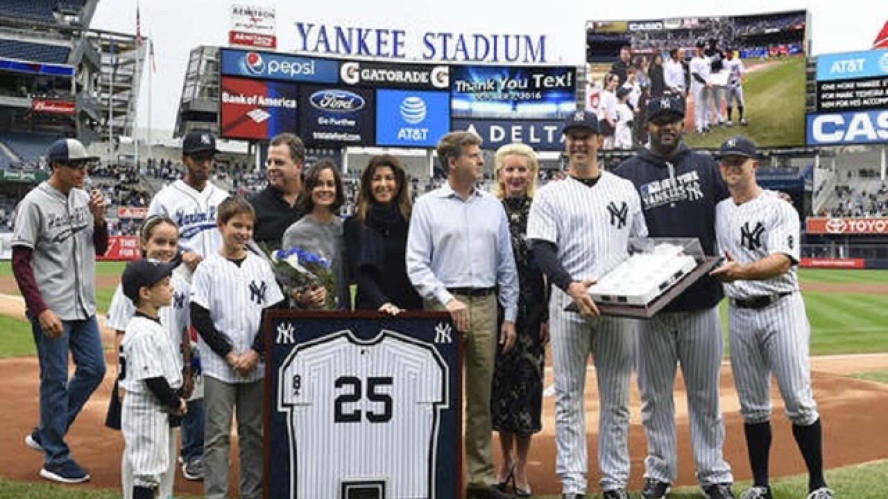 Teixeira honored by Yankees before final major league game