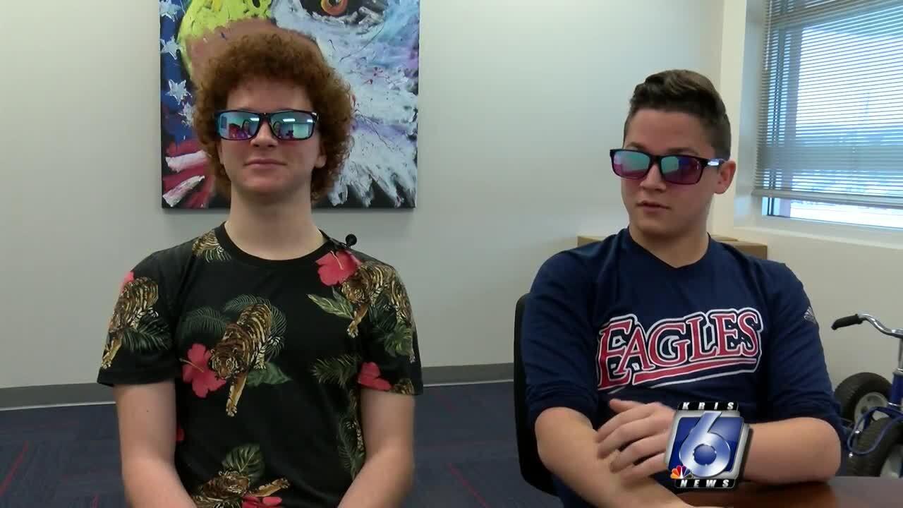 Veterans Memorial High School twins Brennen and Brody Bellows