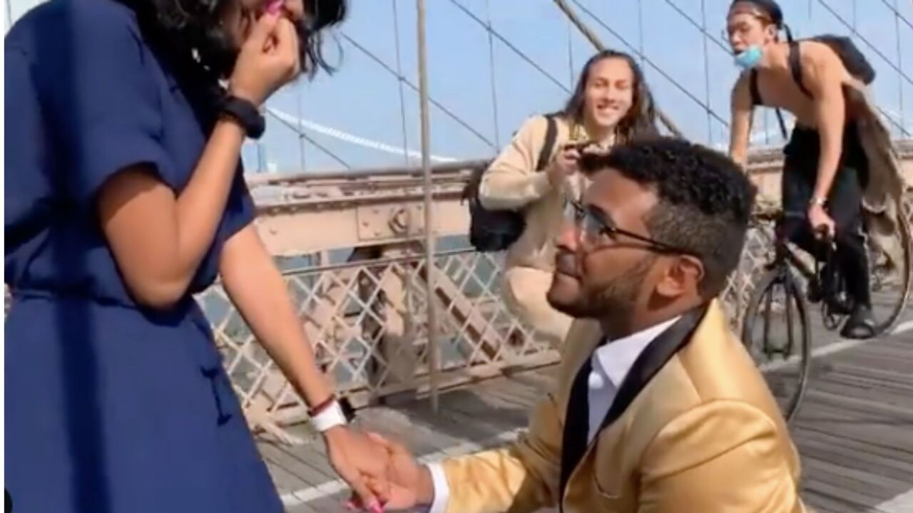Photographer, bicyclist collide during marriage proposal on Brooklyn Bridge