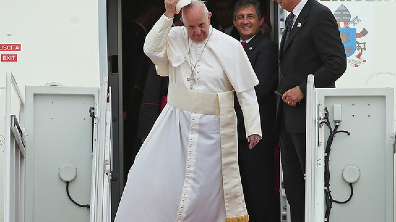Pope arrives in US, faces a polarized country