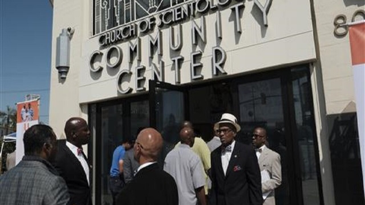 Rapper's gang summit draws unlikely assembly in Los Angeles