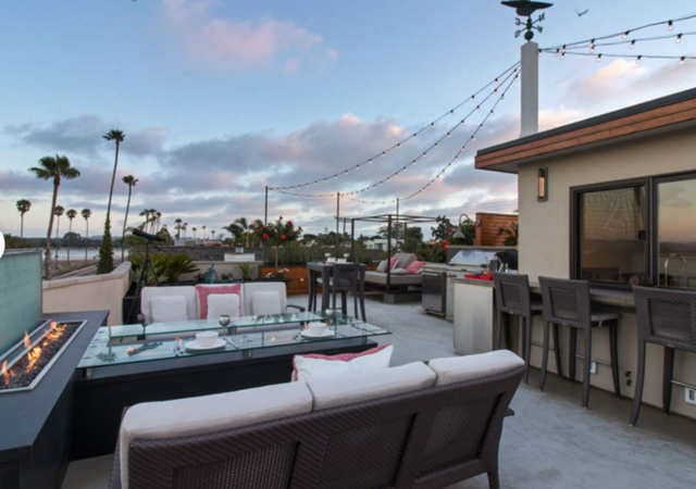 Roof deck, bay and city views in Pacific Beach