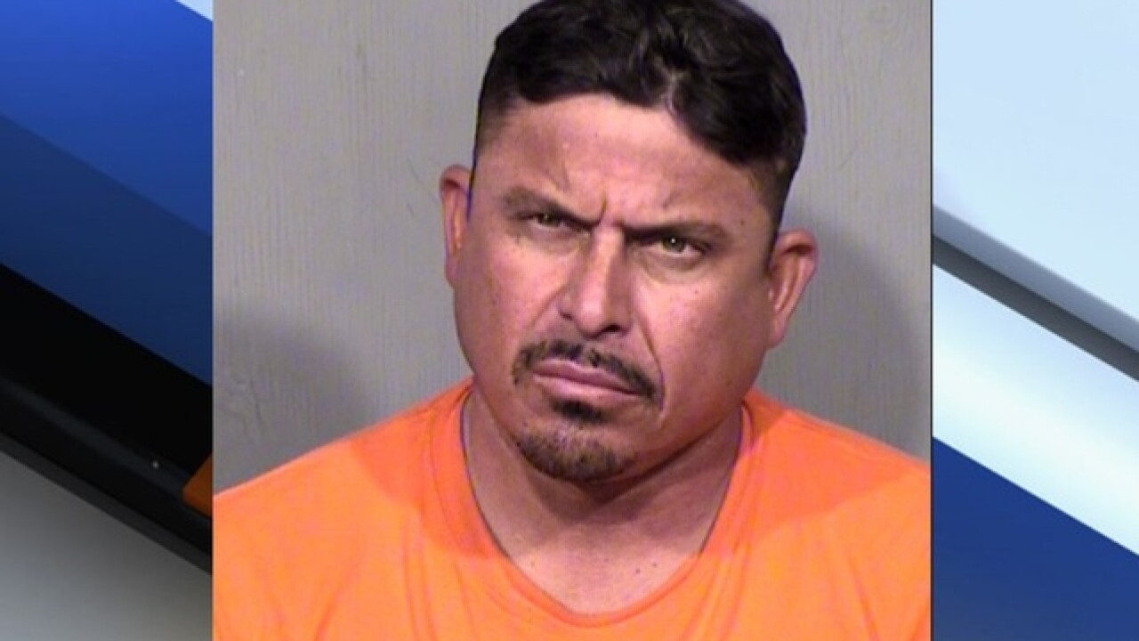 Police: Phoenix man poses as modeling agent to get nude